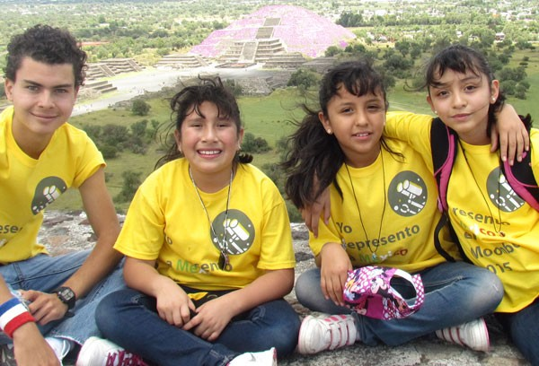 Members of Team MecaLIKS and their mentor. (Photo: Mexico News Daily)