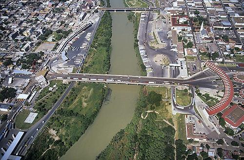 Laredo TX port of entry (Photo: airphotona.com)
