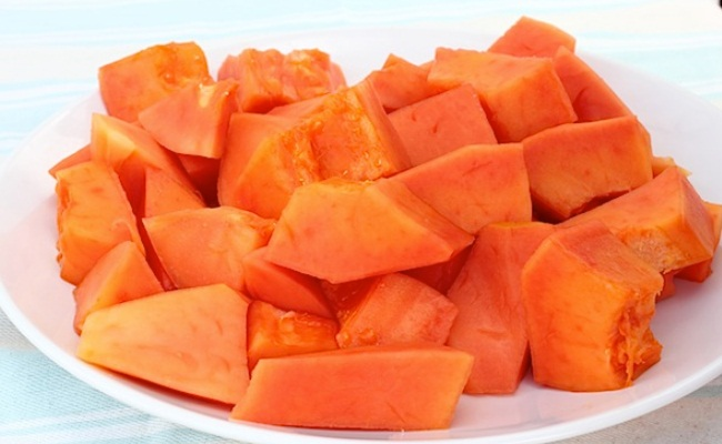 Peel the papaya and cut-it into small pieces (Source: diyhomethings)
