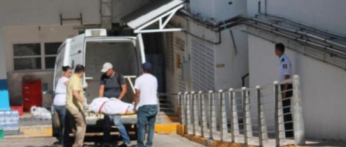 Photo: Por Esto! Bodies of electrocuted Canadian couple were transported in Playa del Carmen.