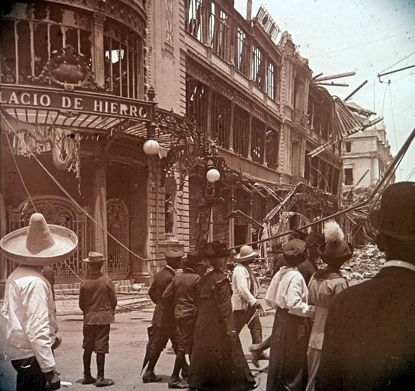 El Palacio de Hierro department store in Mexico City, after the 1914 fire. (Photo: G. Struck)