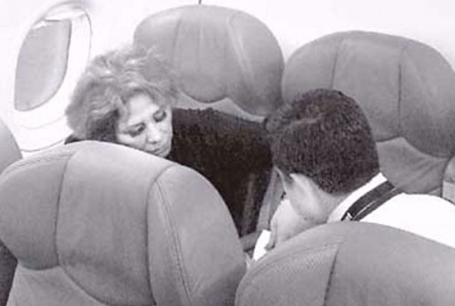 A passenger was taken into custody after refusing to turn off her cell phone prior to takeoff. (Photo: mexiconewsdaily.com)