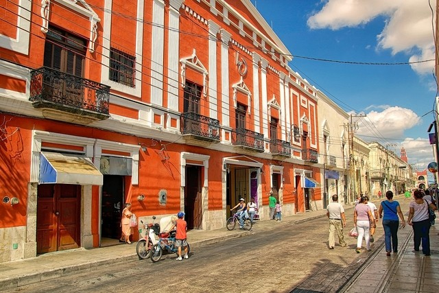A street scene in Mérida. The city is popular with students and as a base for tourists who are visiting the nearby Mayan ruins. (Photo: Getty Images)