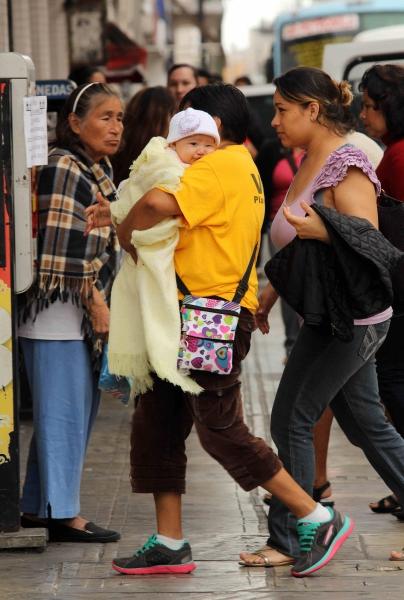 "Photo: Diario de Yucatan ""Cool"" morning temps lead Merida residents to bundle up."