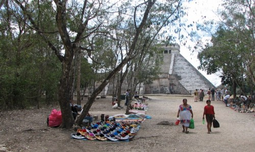 The proliferation of vendors around Chichen Itza has come under fire. (Photo: mrfs.com)