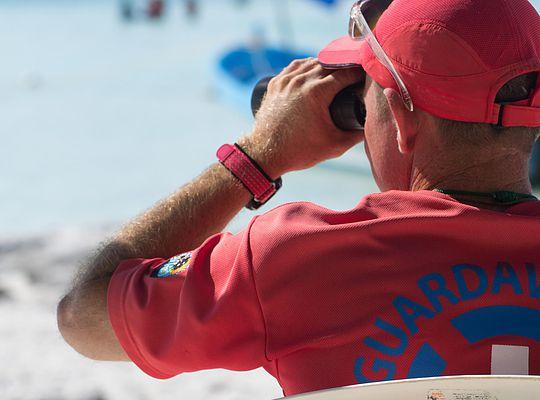 Akumal Lifeguard watches over swimmers and snorkelers in Akumal Bay (Photo: CEA Akumal)