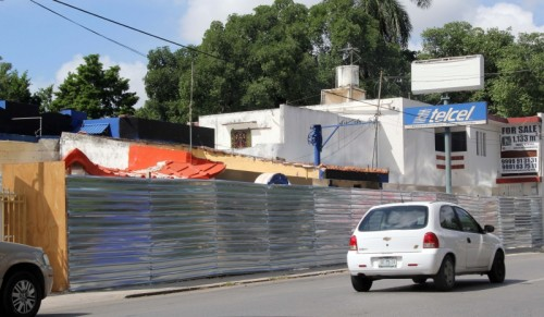 This is part of the site at intersection of Avenida Colon and Calle 62 where new convention center is under construction. (PHOTO: yucatan.com.mx)