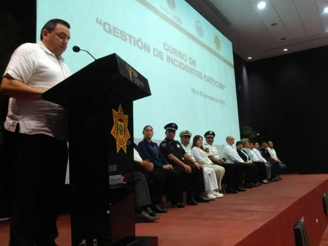 """Yucatan Secretary General, Roberto Rodriguez Asaf, in the inauguration of the """"critical incident management"""" course in the auditorium of the Ministry of Public Security. (Jose Acosta / SIPSE)"""