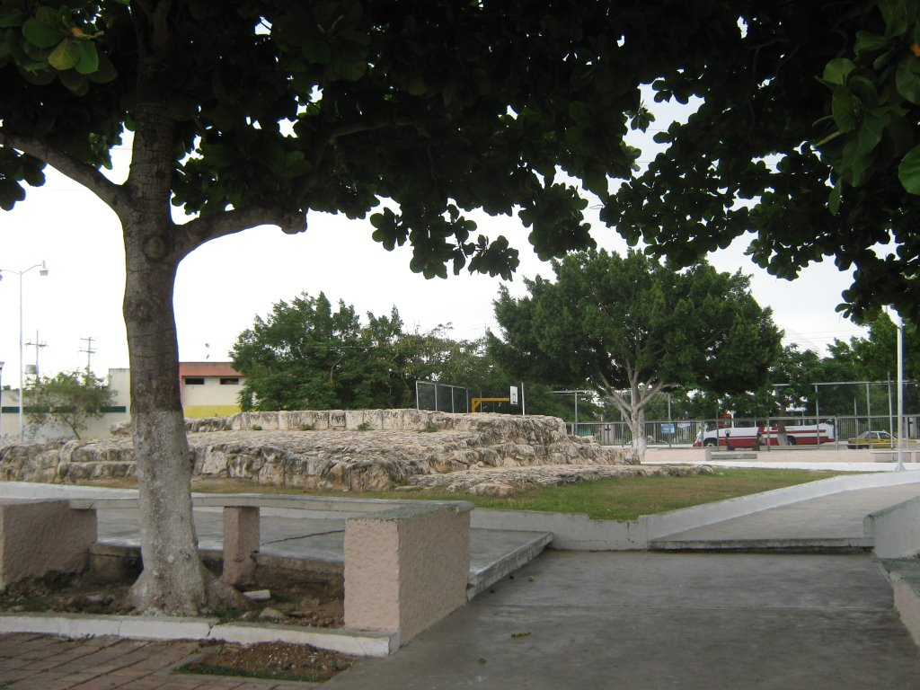 Mayan vestiges at Parque de la Tumbas San Antonio Kahua Merida Yucatan (Photo: Panoramio)