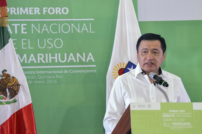 CANCÚN, QUINTANA ROO, 26ENERO2016.- Miguel Angel Osorio Chong, secretario de Gobernación, inauguró el Primer foro debate  de la Marihuana, cuyo tema central es la salud pública y la prevención. FOTO: ELIZABETH RUIZ /CUARTOSCURO.COM