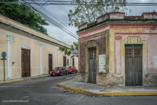 Many Merida Centro homes are still in need of renovation. (PHOTO:  ExplorationVacation.net)