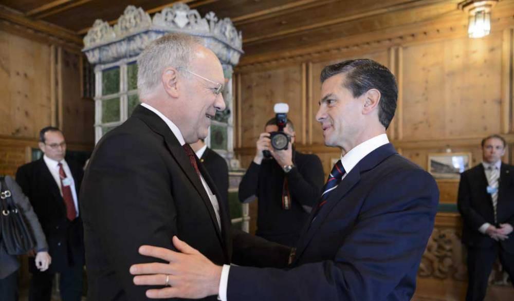 Enrique Peña Nieto met with Johann Schneider Ammann in Davos, Switzerland (Photo: ntrzacatecas.com)