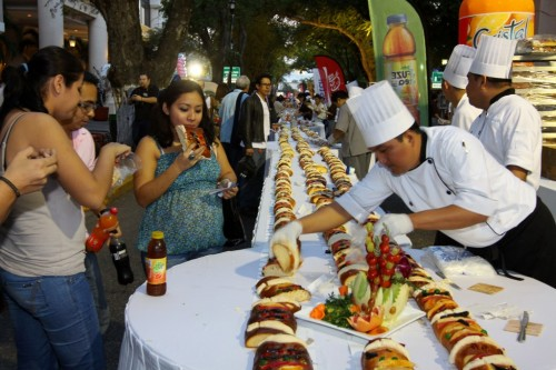 Meridanos are invited to savor a giant Rosca de Reyes starting at 6 p.m. Tuesday Jan. 6. (PHOTO: Diario de Yucatan)