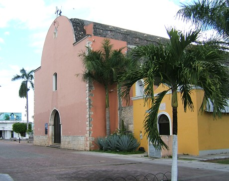 Balam Nah, the original sanctuary of the Speaking Cross today. The smaller yellow building is the replacement built after 1915. Felipe Carrillo Puerto, Quintana Roo. (Photograph by Robert Temple)