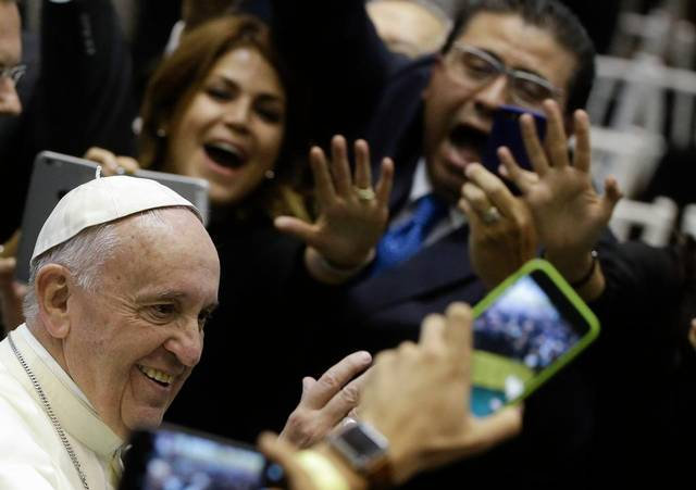 Texans among those getting blessed by 'Papa Francisco' (Photo: star-telegram.com)