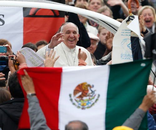 Pope Francis passes a Mexican flag on a recent trip through St. Peter's Square in Rome. (PHOTO: compassnews.org)