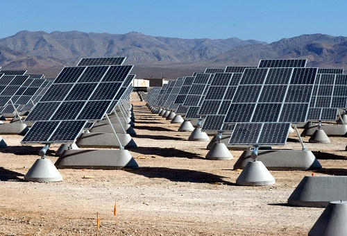 Solar power plant in the Mojave desert (Photo: Wikipedia)