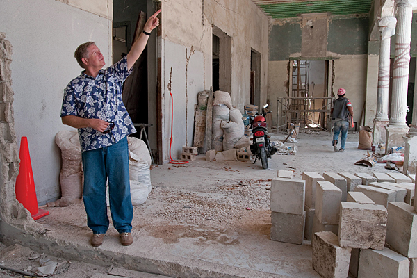 Dan Karnes shows renovations to his home in Merida in this file photo. (PHOTO: csmonitor.com)