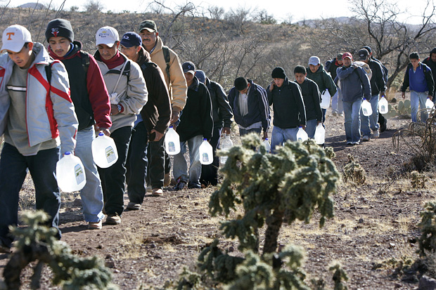 Migrants thread their way along footpaths just north of the Mexico/Arizona border in 2007 (Photo: LA Times)