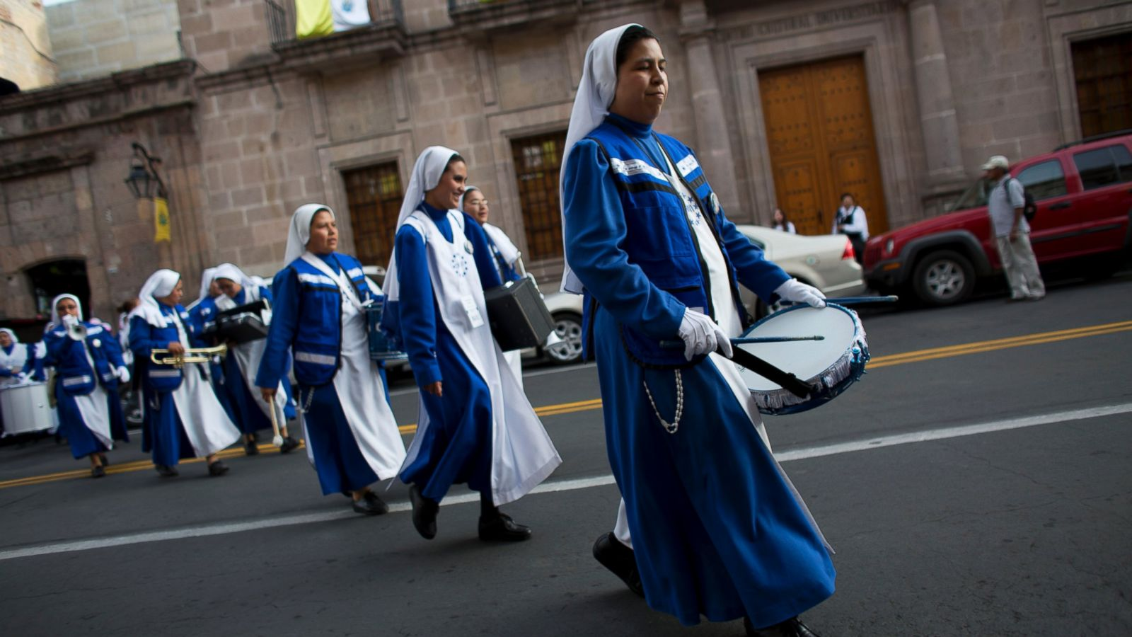 A marching band of nuns, from Monterrey, play their instruments as they spontaneously parade on the eve of Pope Francis' arrival, in Morelia, in the Mexican state of Michoacan (Photo: AP)