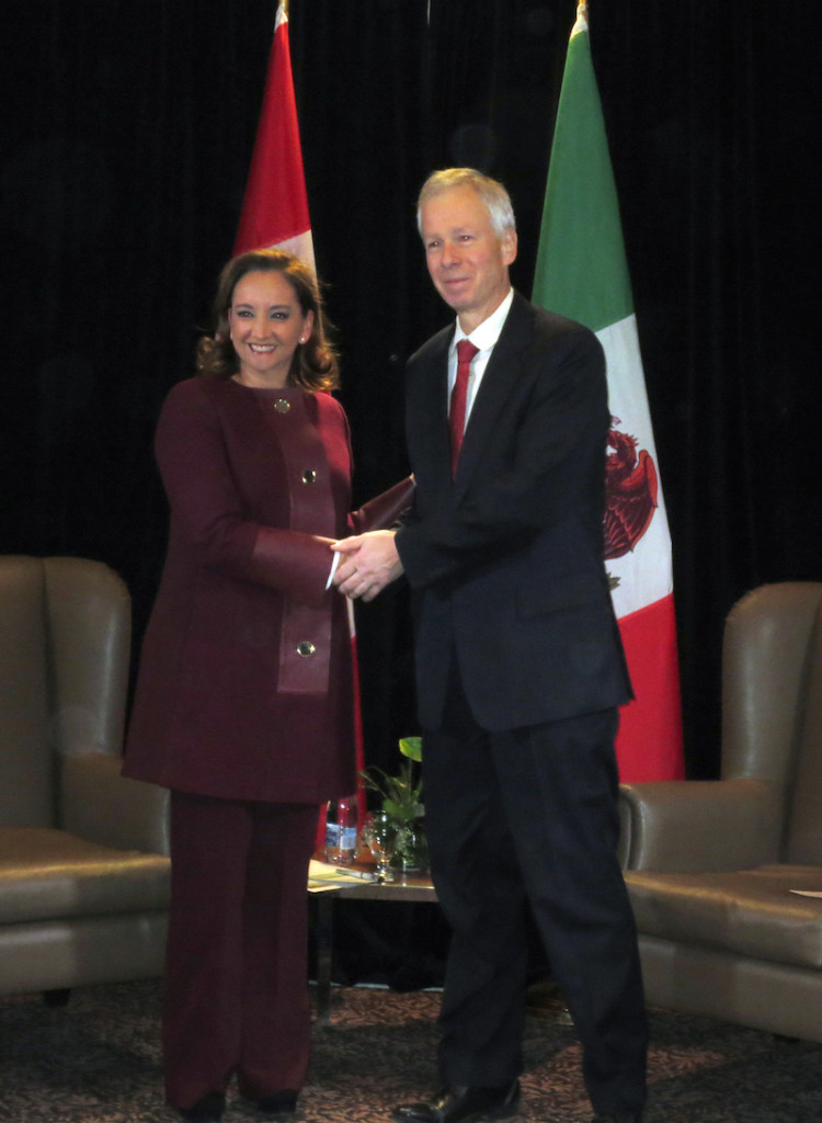 Claudia Ruiz Massieu, head of the Foreign Relations Secretariat and the Canadian Minister of Foreign Affairs Stephane Dion, during their meeting in Quebec, Canada. (NOTIMEX PHOTO/ISABEL INCLÁN)