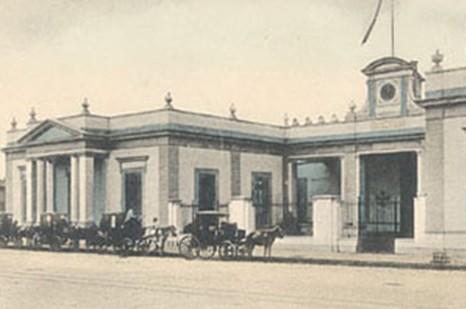 "The General Hospital ""Dr. Agustín O'Horán,"" early post-card image of the façade. (Colección Mexicana de Tarjetas Postales Antiguas, Universidad Autónoma de Ciudad Juárez)."