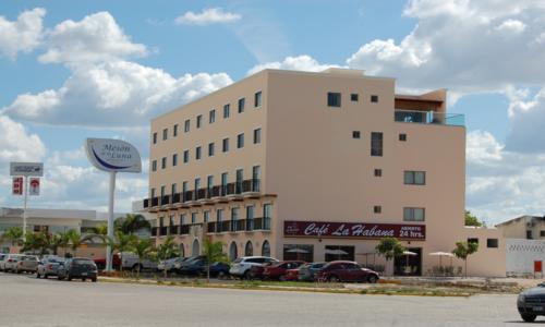 Hotel Meson de la Luna is located directly across the street from StarMedica Merida.