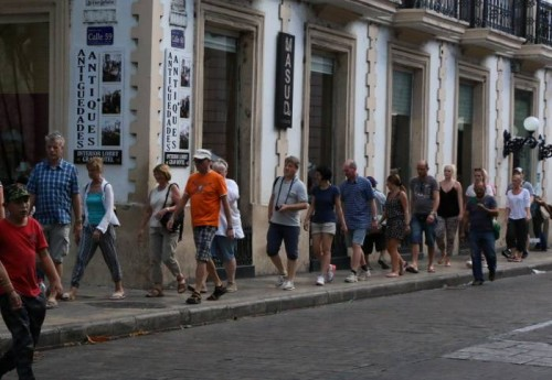 Tourists are very visible on the streets in Merida's centro during Semana Santa. (PHOTO: Sipse.com)