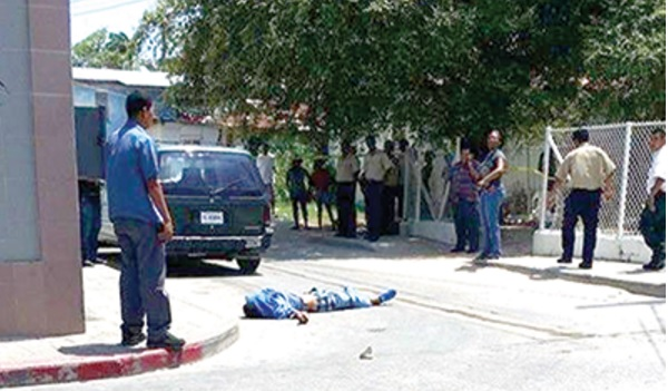 A man was murdered in broad daylight in an alley in Belize. (Photo: Belize Times)