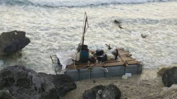 This makeshift raft carried 12 Cubans to Isla Mujeres. (PHOTO: noticaribe.com)