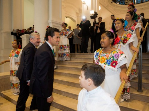 The Children's Choir of Yucatan and Gov. Rolando Zapata Bello accompanied President Enrique Peña Nieto on his recent trip to Berlin. (PHOTO: sipse.com)
