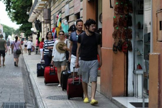 Foreign tourists tend to stay longer than domestic in Yucatan. (PHOTO: sipse.com)