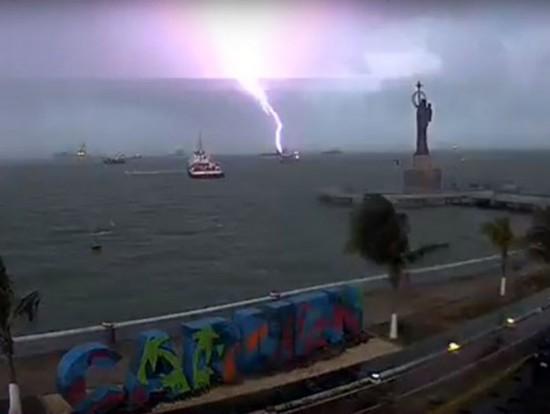 Waterspout off Ciudad del Carmen Tuesday April 19. (PHOTO: excelsior.com)