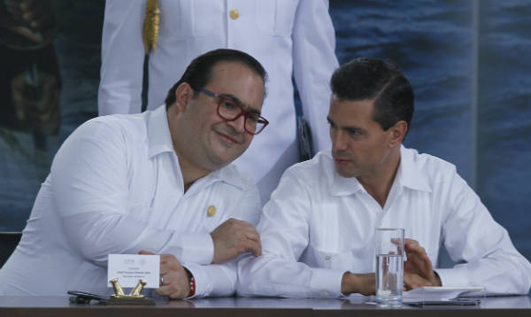 Veracruz Gov. Javier Duarte, left, with President Enrique Peña Nieto. (PHOTO: cuartoscuro.com)