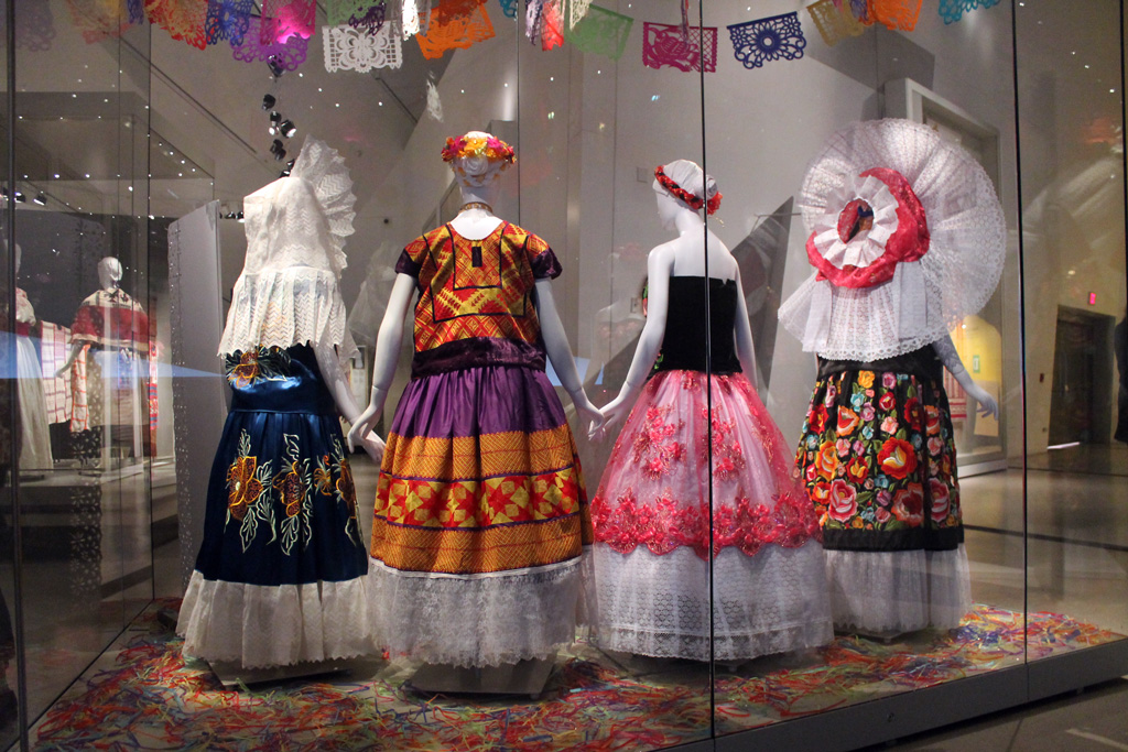 Viva México! Clothing & Culture