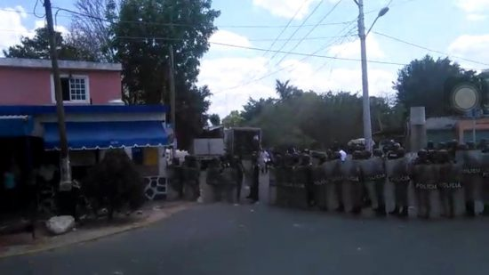 About 200 state police were deployed in the disturbance in Chablekal. (PHOTO: informatyucatan.com)