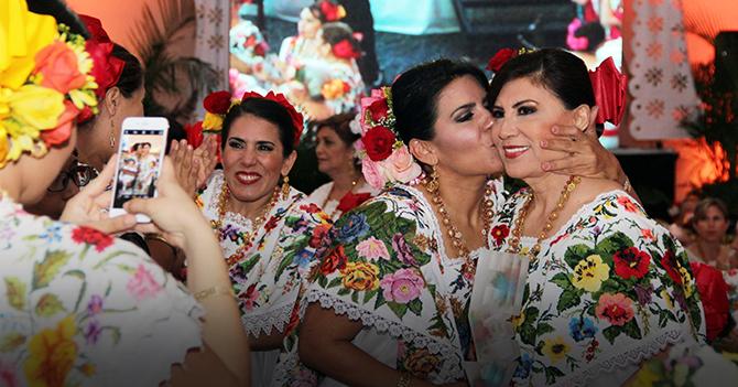"""Derechos Reservados. ©. Material Original de: El Diario de Yucatán. Calle 60 No. 521, entre 67 y 65, Centro. Mérida, Yucatán. """"En imágenes, los colores y la elegancia del Gran Desayuno del Terno"""", 2016."""