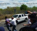 Attack on Uber near Merida International Airport Wednesday. (PHOTO: yucatan.com.mx)