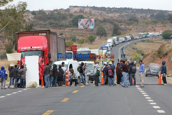 Blockade at Nochixtlan, Oaxaca. (PHOTO: mexiconewsdaily.com)