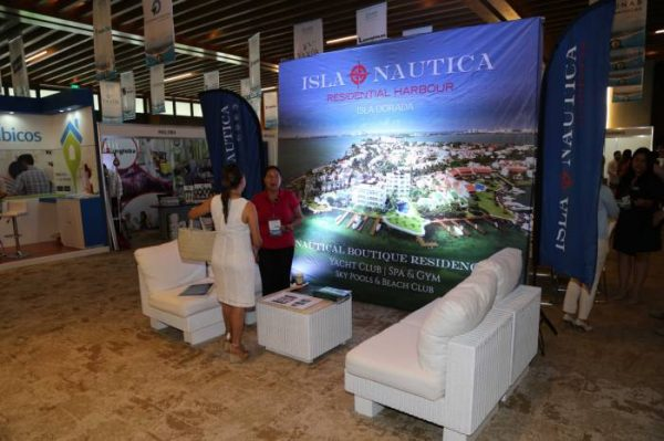 Many real estate developments had booths and displays at the Cancun real estate summit. (PHOTO: sipse.com)