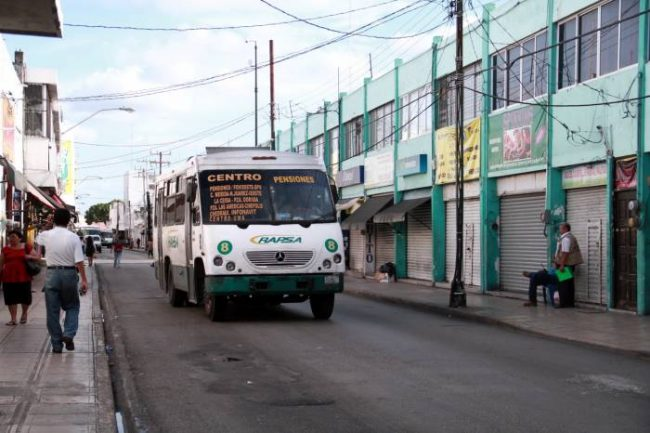 Many bus stops in Merida's Centro are being relocated temporarily due to street repairs. (PHOTO: sipse.com)
