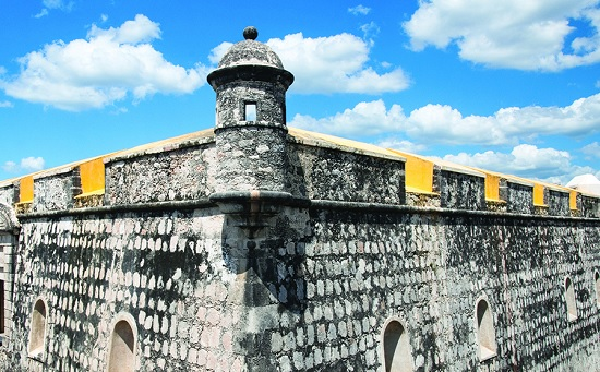 Preserved fortifications include Fuerte de San Miguel, which houses an archaeology museum displaying artifacts from local Mayan sites, including Edzná and Isla de Jaina. (Photo: passionpre.com)