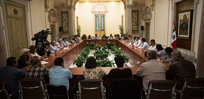Representatives of striking teachers and the government met in Mexico City. (PHOTO: pulsoslp.com.mx)