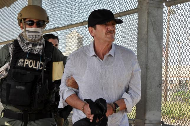 Drug lord Hector 'El Guero' Palma is escorted by U.S. authorities before being turned over to Mexican authorities at the Puente Nuevo international bridge in Brownsville, U.S., opposite the Mexican border city of Matamoros, Mexico, June 15, 2016. REUTERS/Stringer