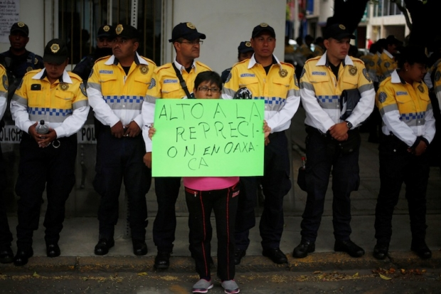 Protests by teachers in Oaxaca resumed after eight people died over the weekend. (PHOTO: dailymail.com)