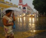 Rains flooded downtown Merida streets for a short time. (PHOTO: sipse.com)