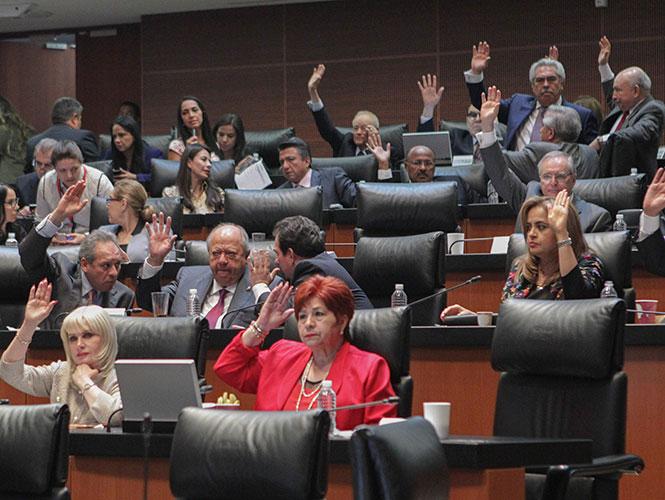 Members of the senate approving 3 de 3 legislation (cinequo.com)
