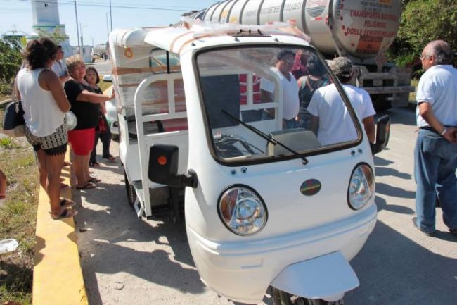 New moto-taxis in Cozumel have encountered resistance from taxi drivers. (PHOTO: sipse.com)