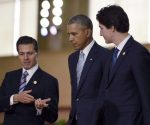 President Barack Obama, center, with Mexico's President Enrique Peña Nieto, left, and Canada's Prime Minister Justin Trudeau at a summit in Manila, Philippines, ilast November. (PHOTO: Associated Press)