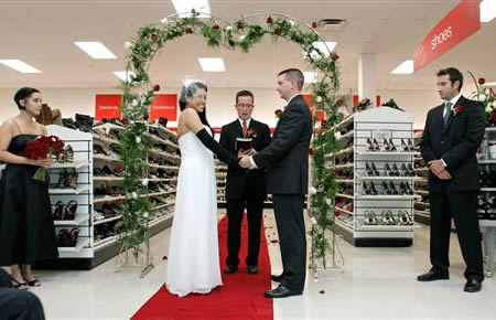The T.J. Maxx Wedding (oddee.com)
